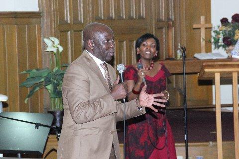 Pastor Ngosso akiongoza Sifa